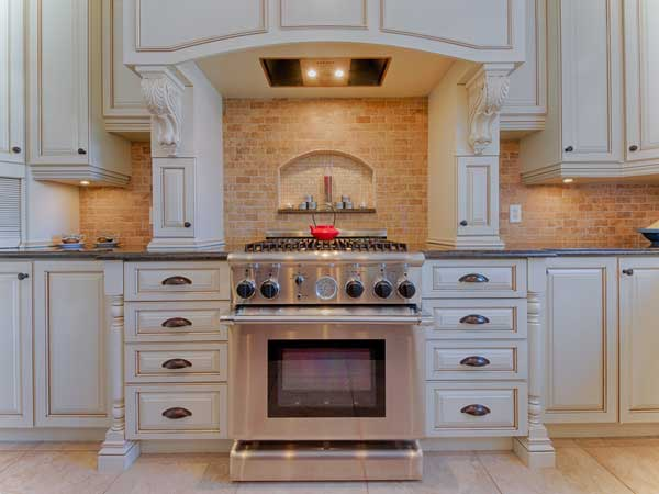 Make Your Cabinets New Again With Professional Cabinet Painting